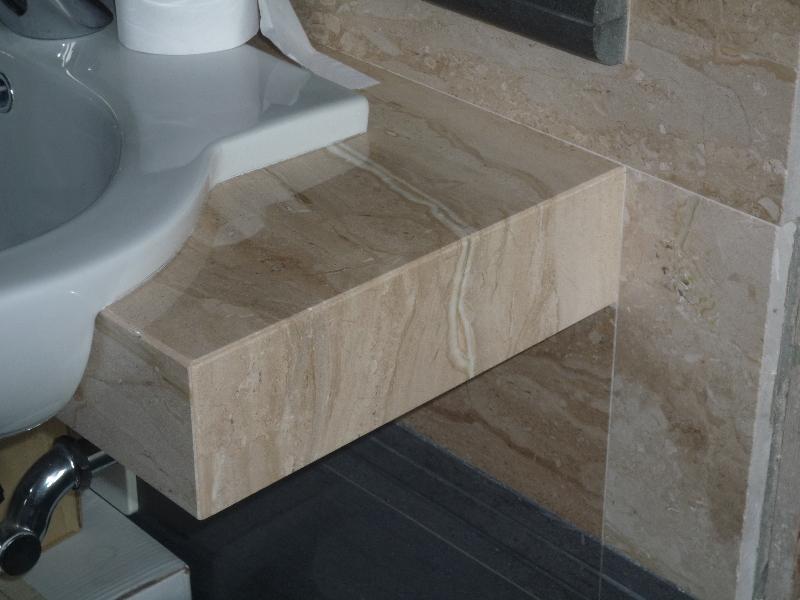 Rivestimenti e piani in marmo per il bagno | Artigianmarmi