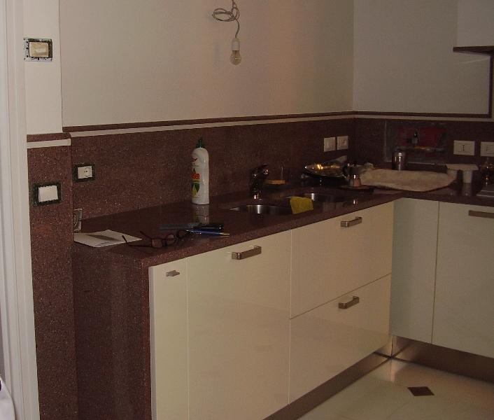 Piastrelle cucina in gres porcellanato mosaico moon four - Top cucina porfido ...