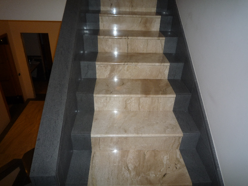 Rivestimenti in marmo di scale esterne o interne artigianmarmi - Marmo per scale ...